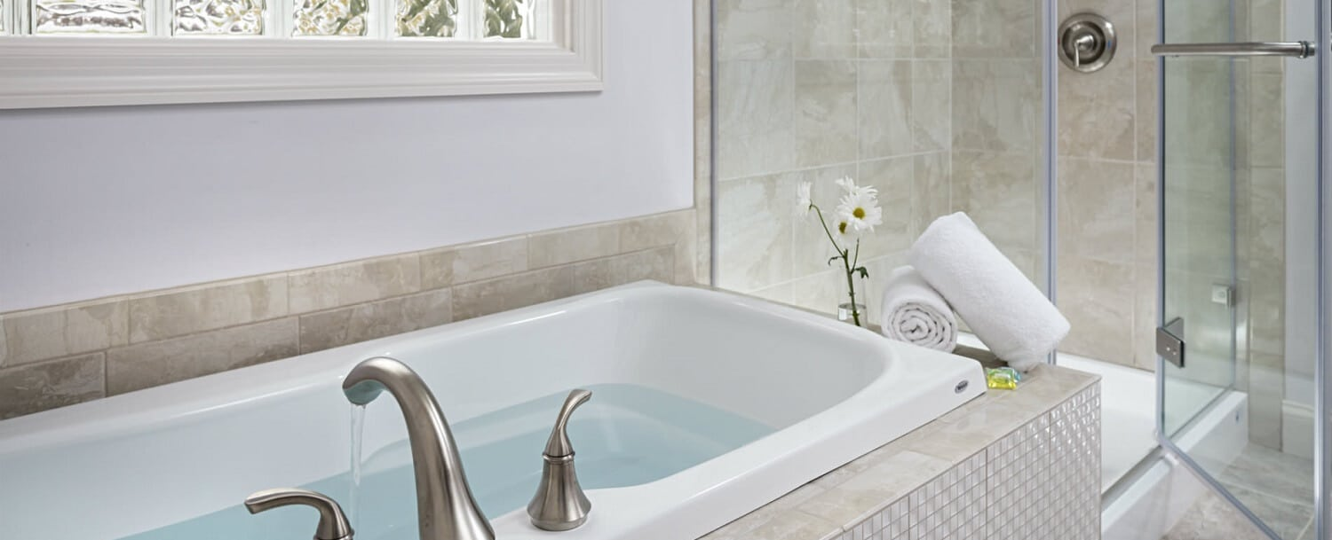 Lavender Cottage Tub