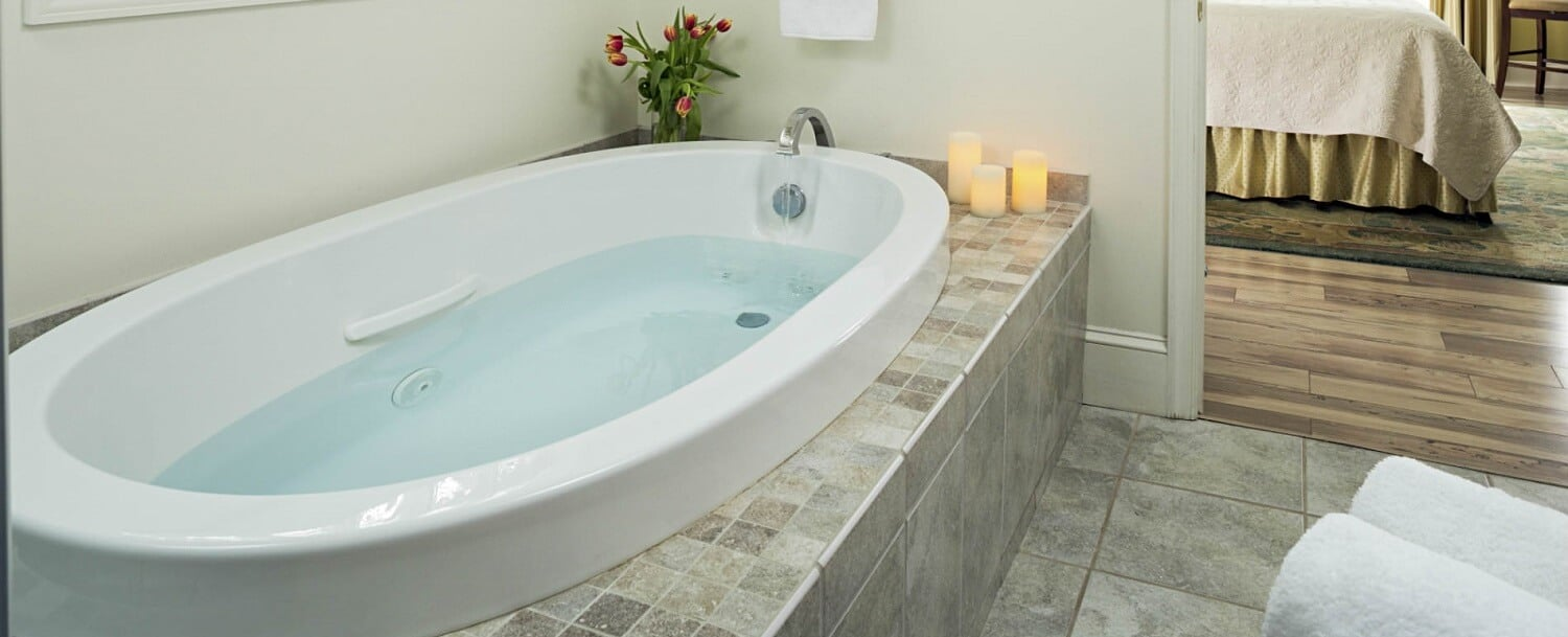 Pond Cottage Tub