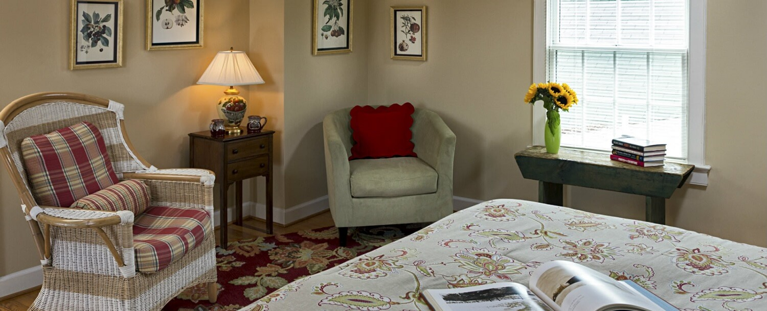 Sassafras Guest Room Sitting Area