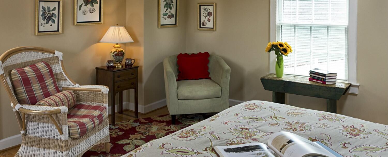 Sassafras Guest Room Sitting Area